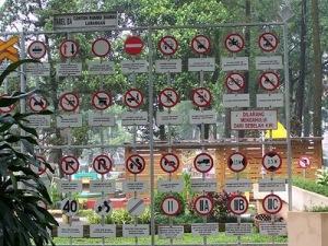 Rambu-Rambu Di Taman LaluLintas Bandung